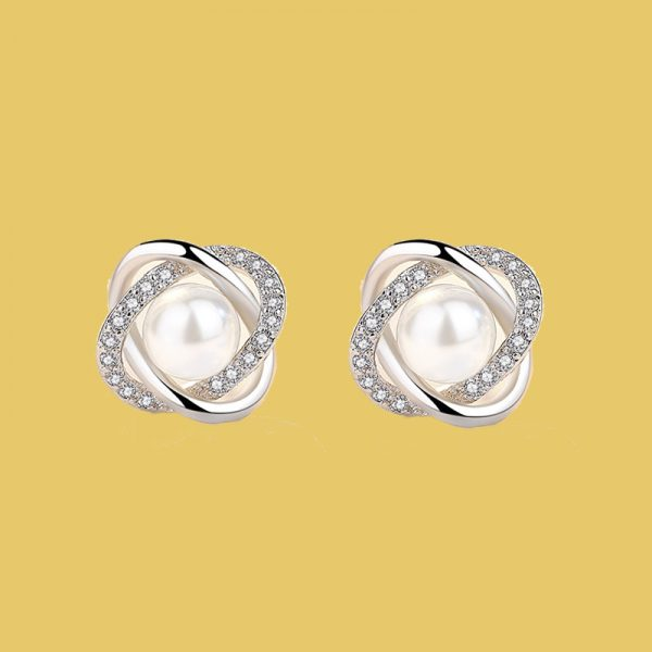 pearl earrings for her